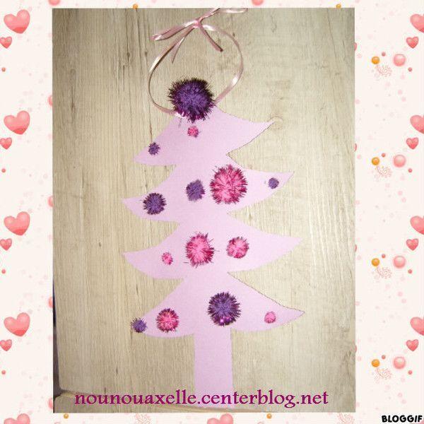 ... avons fait un sapin violet décoré avec des pompons violets et roses