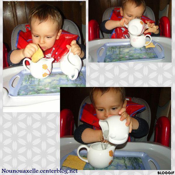 Transvaser de l'eau avec des petits pots de lait